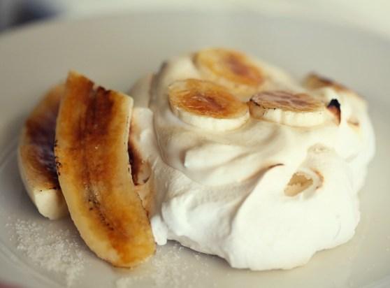Bananas Foster Pavlova