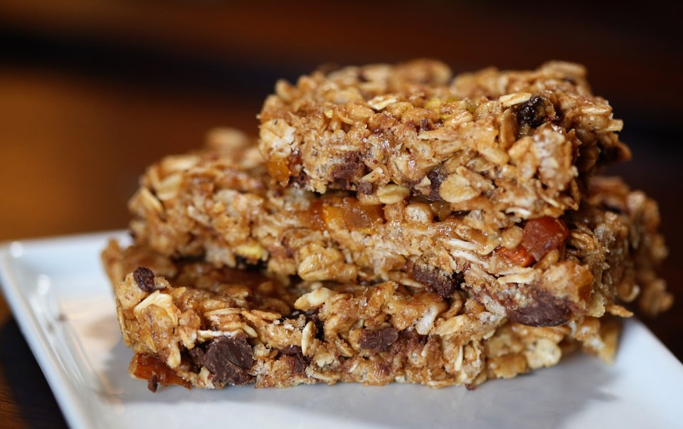 Chewy Dark Chocolate and Apricot Granola Bars | The Family Meal